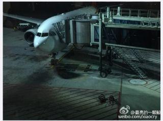 巴厘岛一飞港航班不明原因返航 据称多人受伤