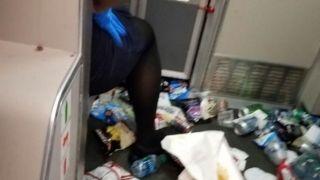捷蓝客机遭强颠簸多人受伤 机上冰箱都炸了