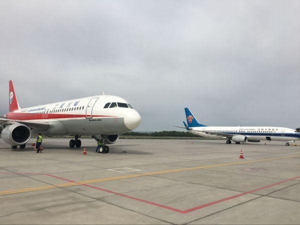 四川航空公司3u8525成都到乌鲁木齐