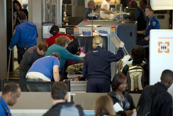 美机场安检拖太久 可拍照上网抗议