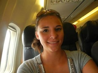 飞机上惊现美女色狼 竟抚摸女乘客胸部和下体