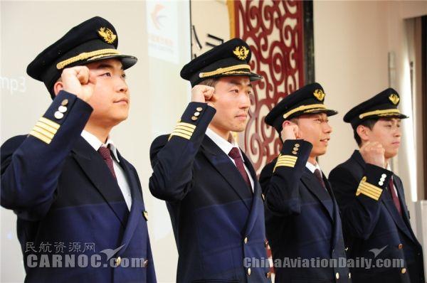 迈向飞行生涯新阶段 东航甘肃放飞4名新机长