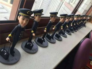 华丽蜕变 上航为18名新机长举行授聘仪式