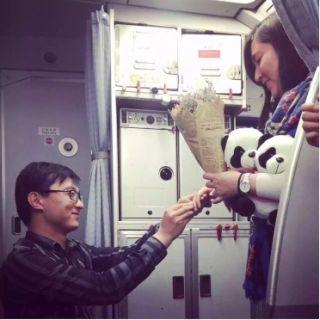 成航私人订制机上求婚服务 见证旅客幸福时刻