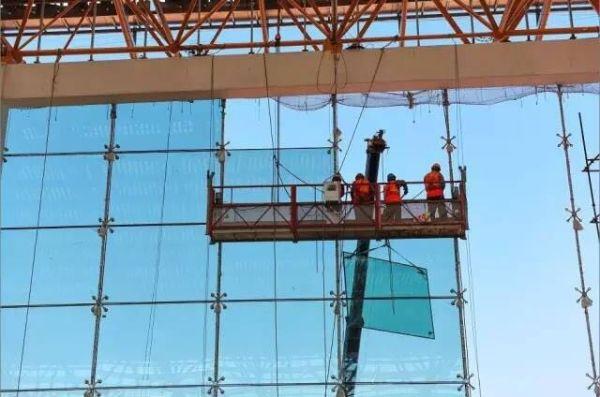 建设中的重庆机场T3A:正穿上15万平方米的外衣