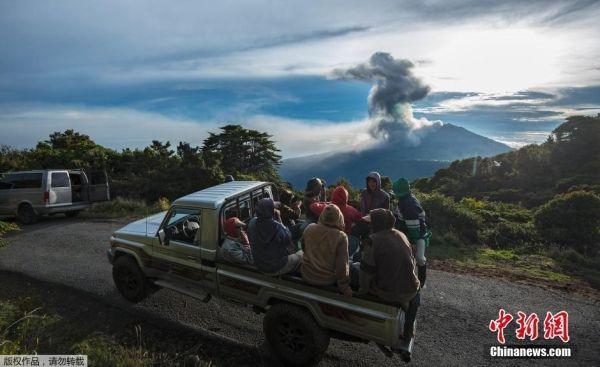 哥斯达黎加火山再喷发 多家航空公司取消航班