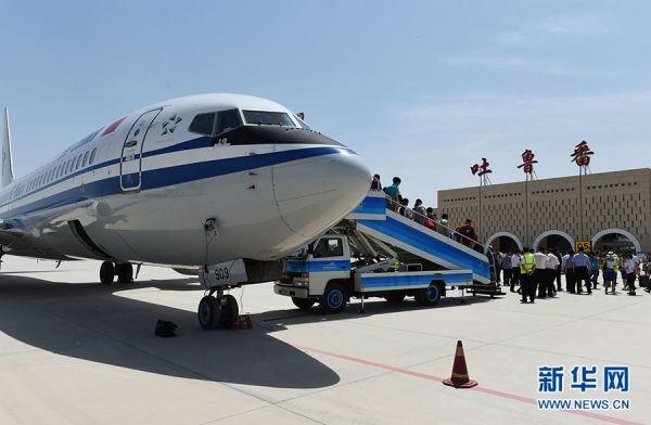 新疆吐鲁番机场开通首条定期航线