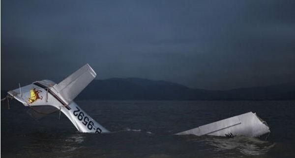 一架小型飞机在夏威夷海岛坠毁 机上5人丧生