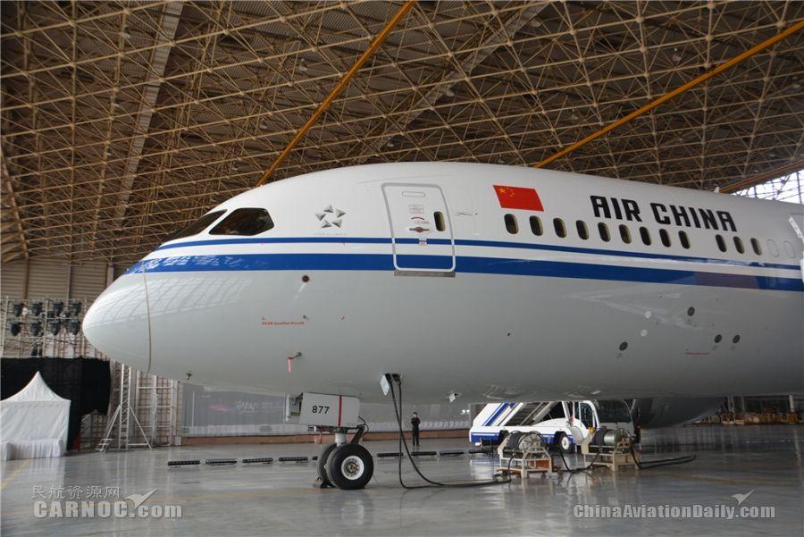 国航波音787-9机舱内部曝光