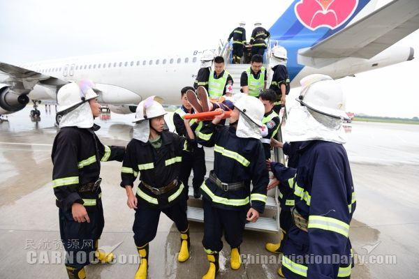 图片 青岛机场举办2016年应急救援综合演练
