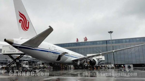 国内首架787-9飞抵虹桥机场 投入京沪空中快线