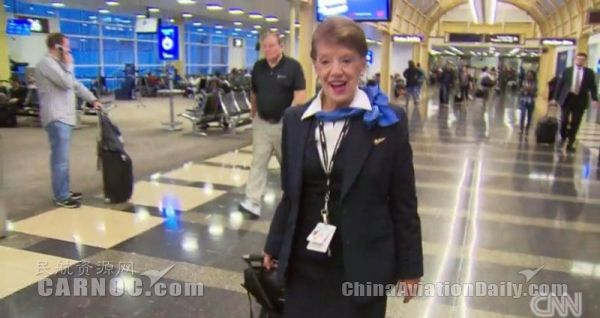 美国一80岁空姐好牛!奥巴马出生前她就开始飞