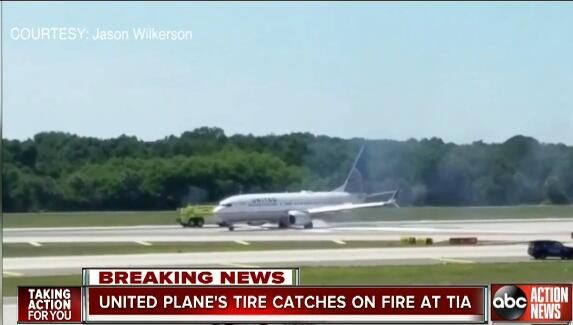 美联航一架客机起飞滑跑时轮胎爆裂并起火