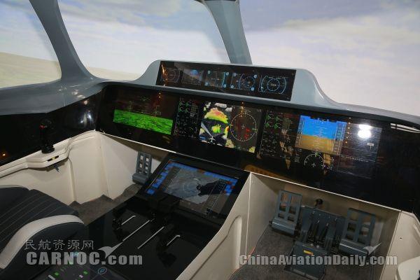 中国商飞首次展示大型民机未来智能驾驶舱