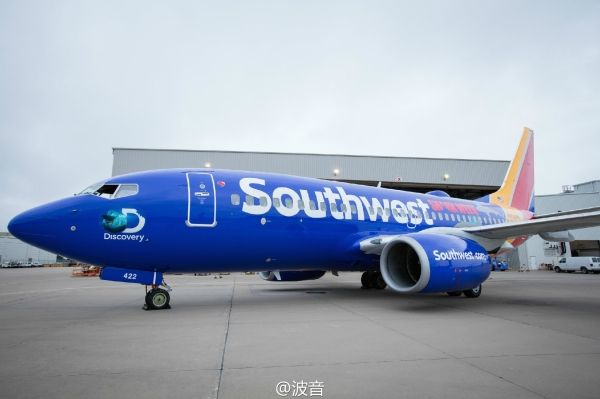"""视频:美西南推出""""鲨鱼周""""彩绘737飞机"""