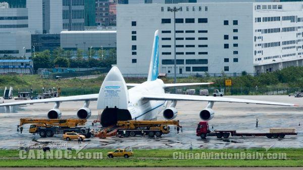 """深圳機場迎來""""空中巨無霸""""AN-124全貨機"""
