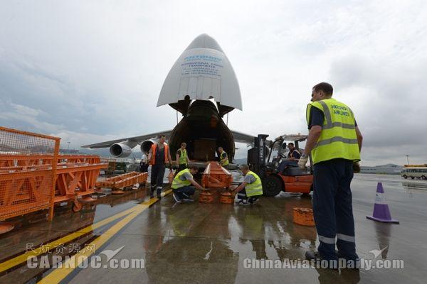 走近他们,带你看安-124货机的重量级保障