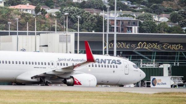 澳航客机在惠灵顿机场被地面车辆撞伤