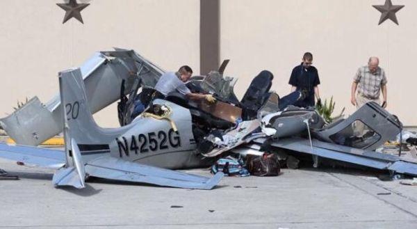 实拍小飞机坠毁砸中汽车:整个过程很吓人