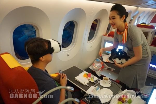 海航首架789首航 Wi-Fi、VR眼镜开启炫酷之旅