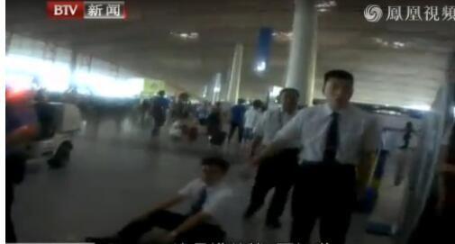 """男子连续三次误机  殴打机场工作人员""""泻火"""""""