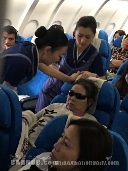 母亲晕厥 孩哭不止 南航及时帮助不让乘客为难