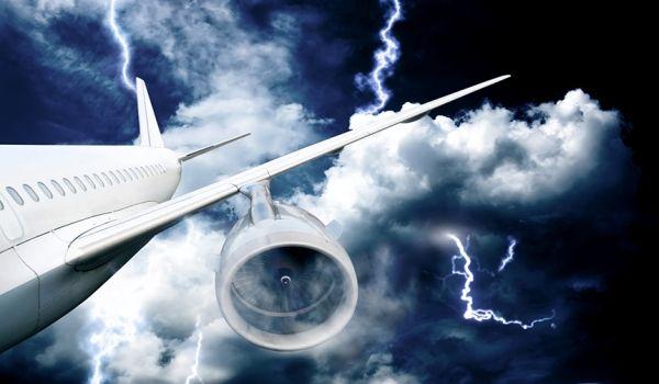 """飞机也遭到了""""天打五雷轰"""""""