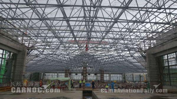 图:哈尔滨机场t2c2区钢结构网架整体提升完成