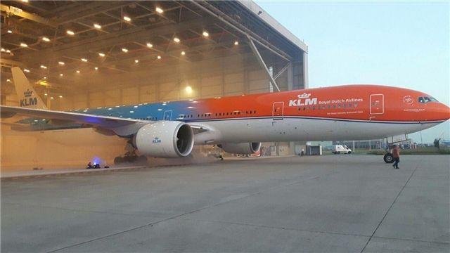 小橙子来啦 荷航推出靓丽橙色彩绘飞机涂装