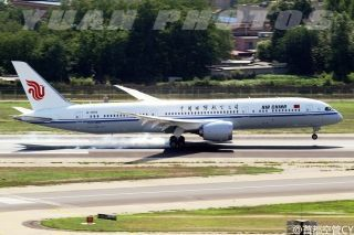 "Air China's 2nd Boeing 787-9 Dreamliner, Registration B-7878/Photo by Weibo user ""首都空管CY"""