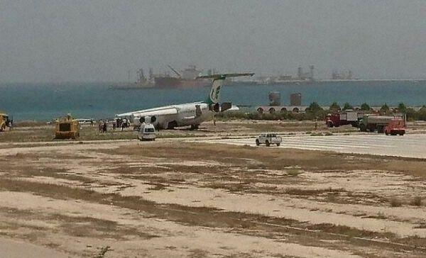 伊朗BAe-146客机冲出跑道 前起落架坍塌