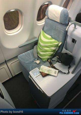 落座,我的座位6L,右边靠窗的单间