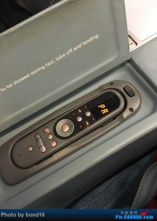 屏幕的遥控器在扶手里面
