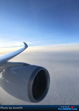在延误了好多个小时之后 飞机终于起飞了