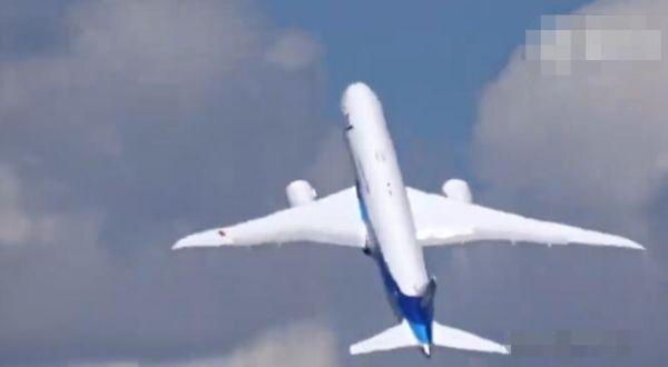 """""""战机""""飞行员再现身 波音789将表演垂直起降"""