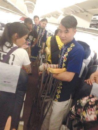 23名残障旅客乘机差点上不了飞机······