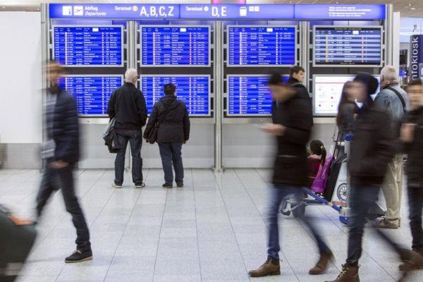2015年12月28日,周一,德国法兰克福。乘客在法兰克福机场(由法兰克福机场集团/Fraport