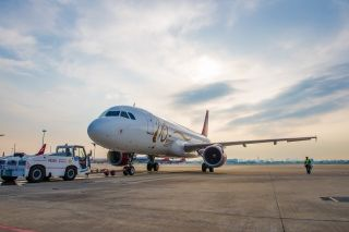 Shanghai-based Juneyao Airlines unveiled a special livery on an Airbus A320 aircraft to celebrate the airline's 10th anniversary.