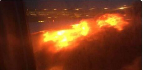 新加坡航空一客机落地后起火,机上乘客拍摄的视频截图(Twitter)