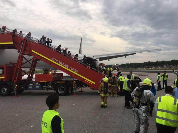 为什么SQ368航班机长选择让旅客不撤离?