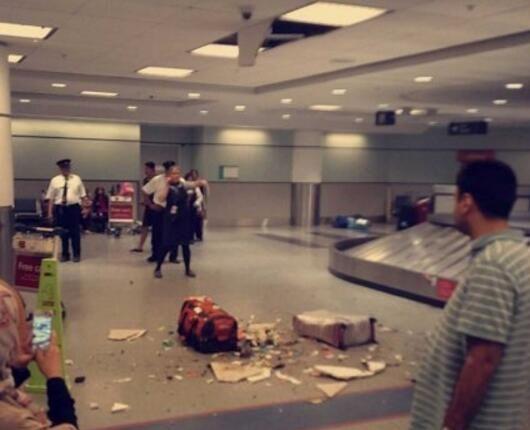 天降横祸!多伦多机场行李箱从屋顶砸落