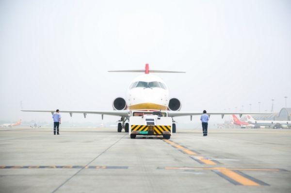 ARJ21完成载客首航,11:37成功降落虹桥机场