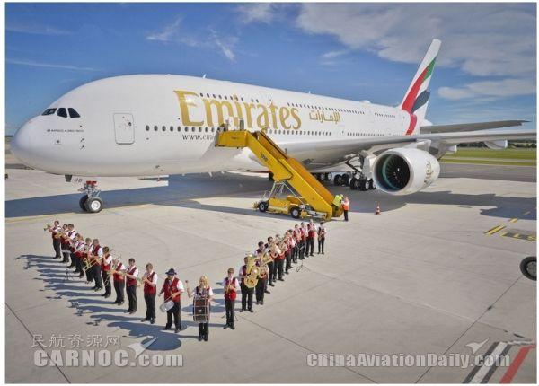 """阿联酋航空第80架A380客机""""走秀""""维也纳"""