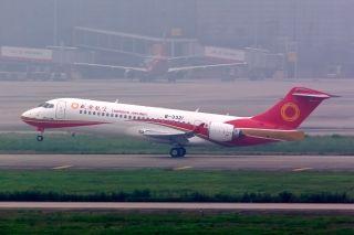 2016年6月28日——一个具有划时代意义的日子,因为我们自己家的飞机ARJ21-700首飞啦!我国自主研制的首架喷气式支线客机ARJ21-700终于飞出去了,首航成功,中国民机产业取得重大突破,这标志着ARJ21新支线飞机开始正式商业运营。摄影:徐勇