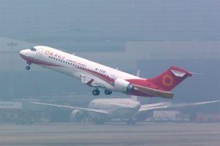 成都航空负责人介绍航线 引进ARJ21布局西部