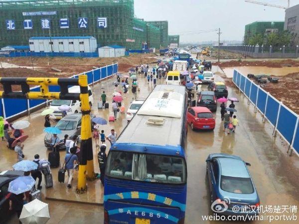 受强降雨影响 武汉机场部分航班取消