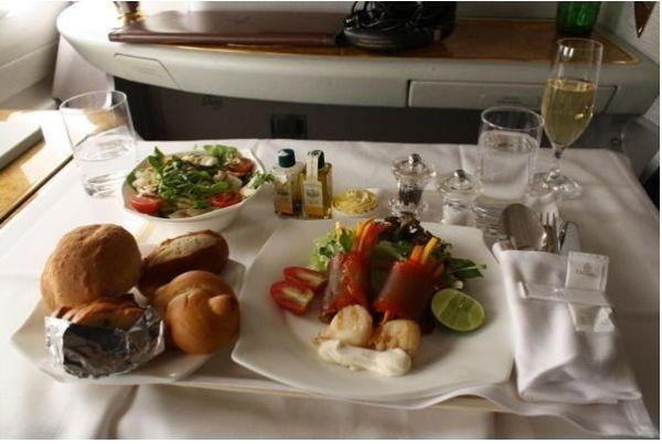 为吸引顾客 航空公司在餐饮方面也是操碎了心!