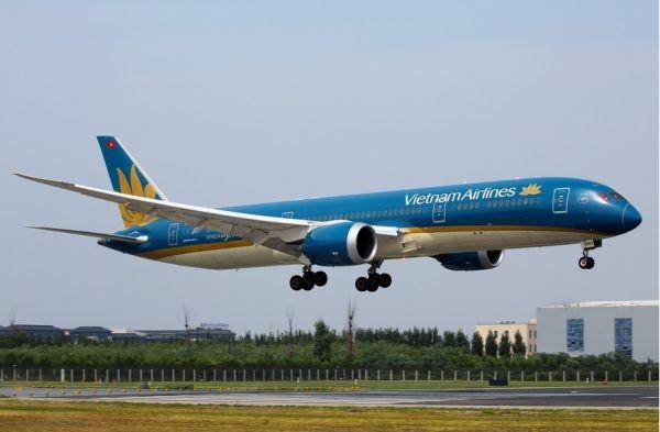 航班延误20个小时 航空公司回应:飞行员要休息