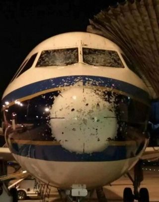 China Southern Airlines A320-200 (Registration B-9931) suffered damage to the radome. Photo by www. minhangjiwuluntan.com
