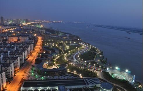 秦皇岛靠海吃山揽金200亿 还要建航空小镇?